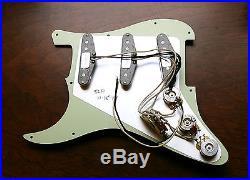 New Fender Loaded Strat Pickguard Custom Shop Abby 69 Aged Cream / Gold Anodized
